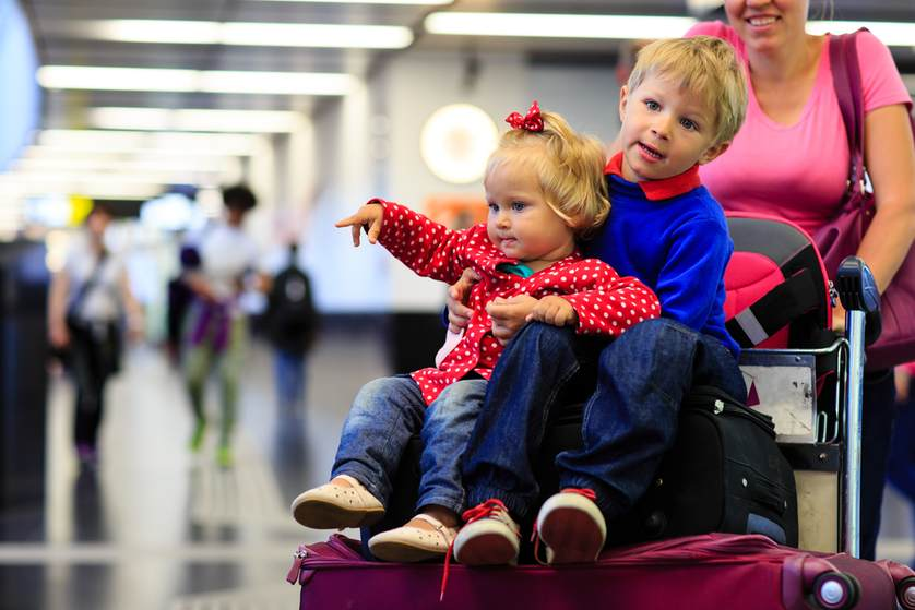 kids-at-airport